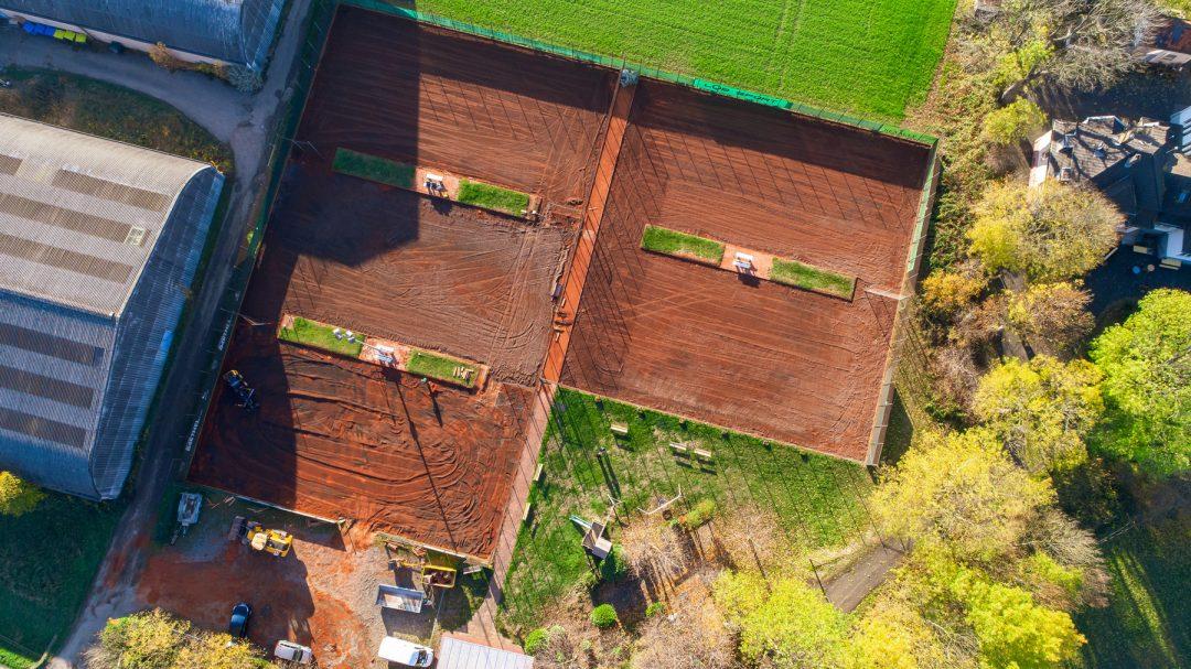 Tennisplatz von oben betrachtet