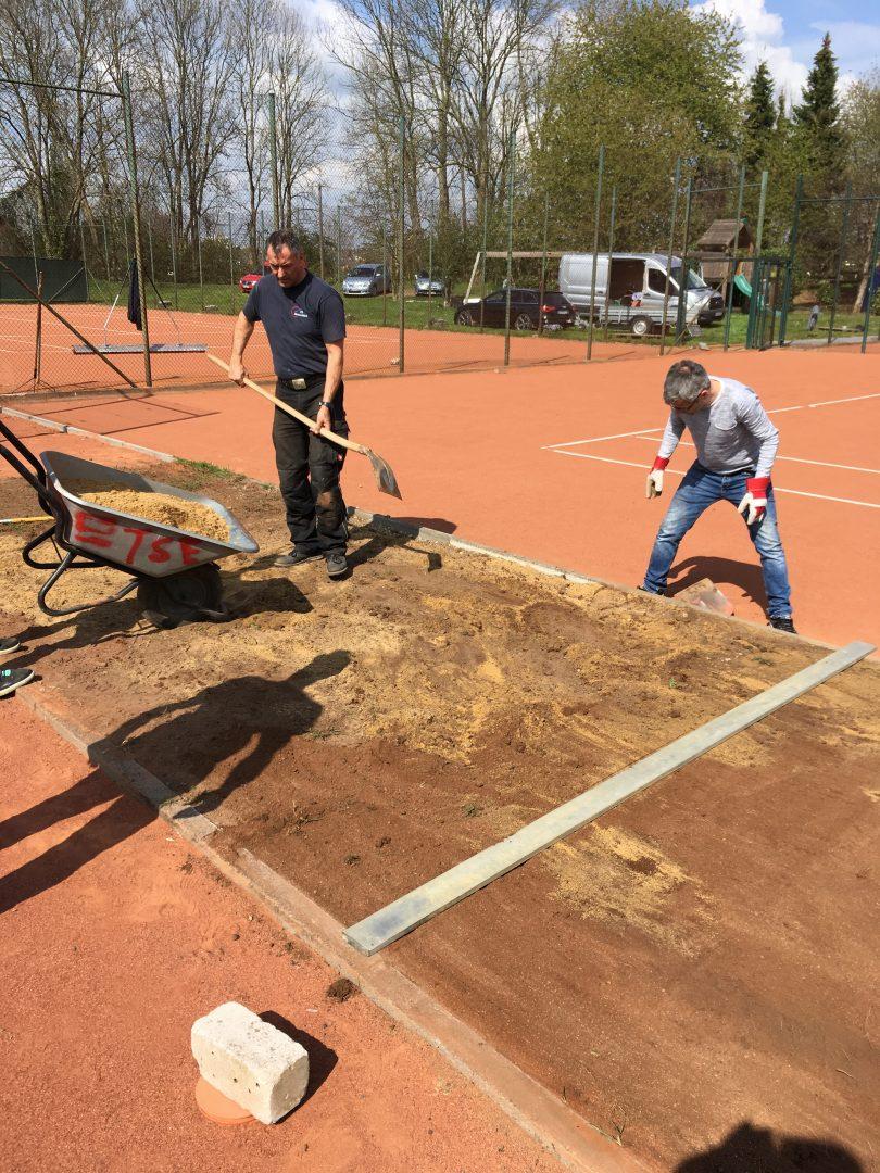 2 Männer arbeiten an einer Baustelle