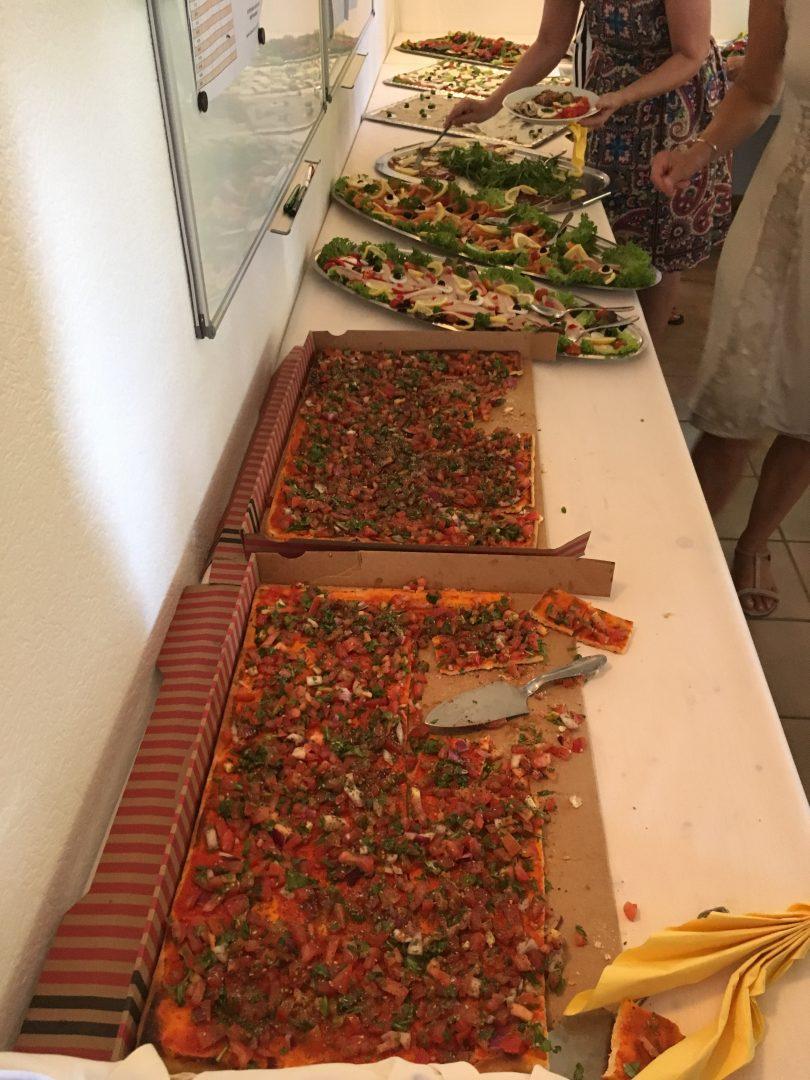 Das Buffet mit verschiedenen Gerichten